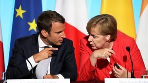 Macron y Merkel, en una reunión de la UE con líderes africanos, el 28 de agosto del 2017.