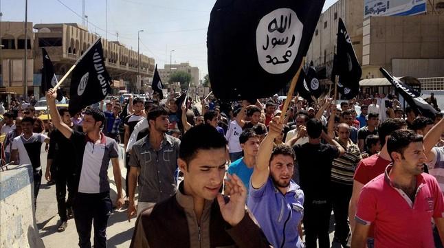 Manifestación a favor del Estado Islámico en Mosul (Irak).