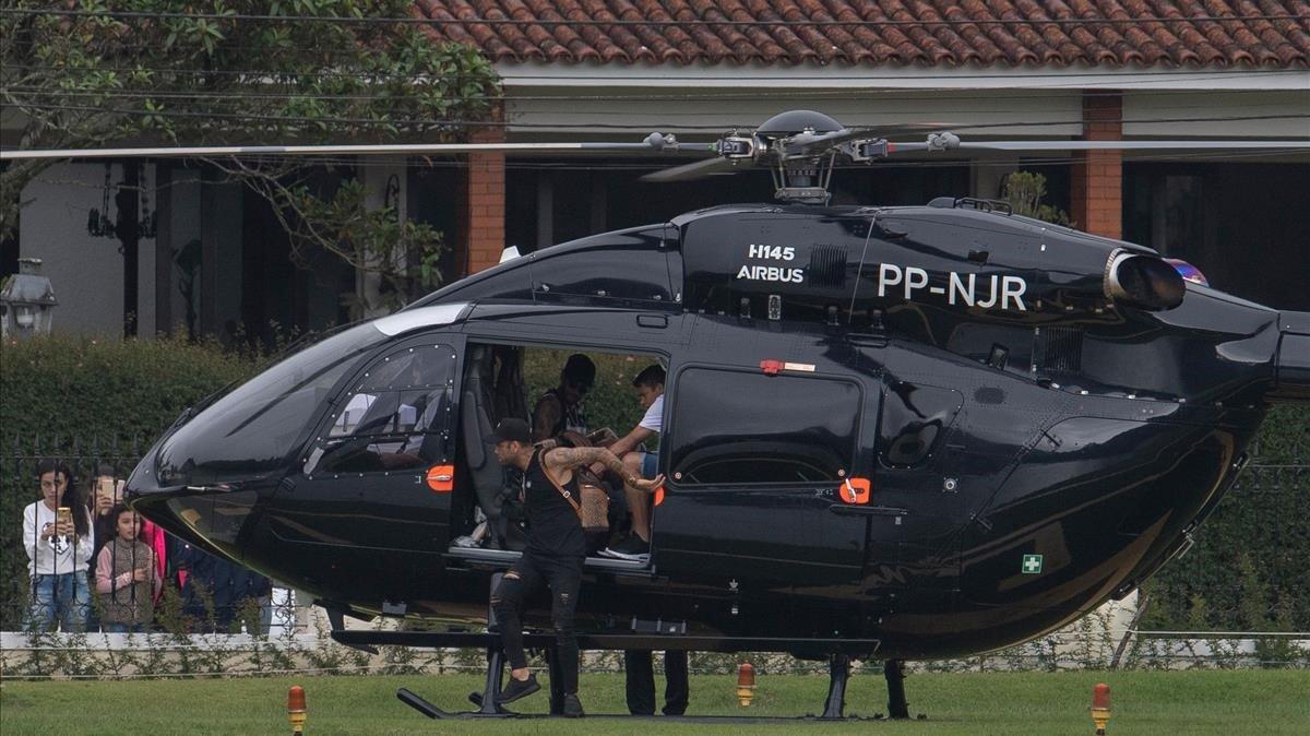 Neymar llega a la concentración de Brasil, en Teresópolis, el pasado2 de junio.