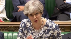 May interviene en la Cámara de los Comunes, en Londres, el 26 de junio.