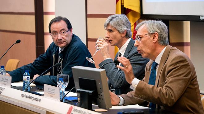 Los doctores Pumarola, Argimon y Rodrigo informan este jueves del brote de enterovirus en Catalunya.