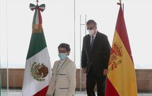 Arancha González Laya con el canciller de México.