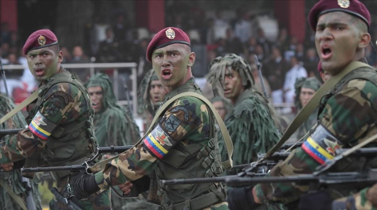Desfile militar para conmemorar la independencia de Venezuela este miércoles, 5 de julio,en Caracas.