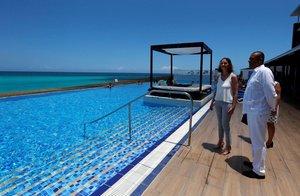 La ministra de Turismo de España,Reyes Maroto, recorre hoteles de empresas españolas enCuba.