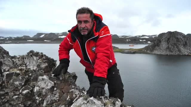 El capità de fragata Javier Montojo Salazar ha mort al caure al mar de forma accidental a lAntàrtida.