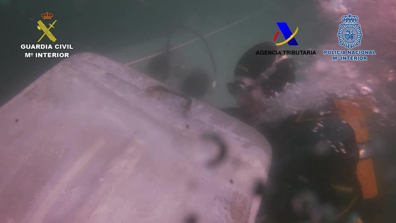 Vídeo | Així és el primer narcosubmarí interceptat a Europa