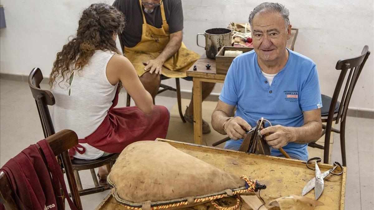 Joan Campà, último fabricante de botas.