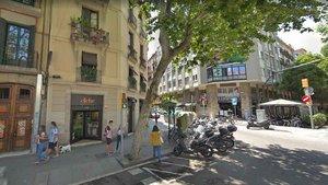 Cruce entre las calles Vila i Vilà y Nou de la Rambla, en el barrio del Poble Sec, Barcelona
