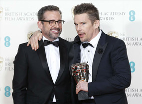 Ethan Hawke i Steve Carrell han recollit el premi a la millor pel·lícula en nom de Richard Linklater, director de 'Boyhood'.