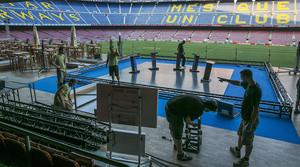 Preparativos en el Camp Nou para el debate de los cuatro candidatos a la presidencia del Barça.