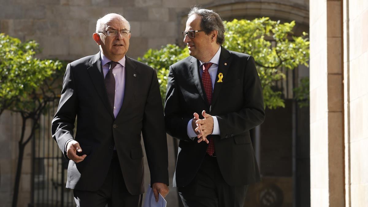 El president Quim Torra y el director de la Oficina Antifrau de Catalunya, Miguel Ángel Gimeno, este miércoles en el Palau de la Generalitat.
