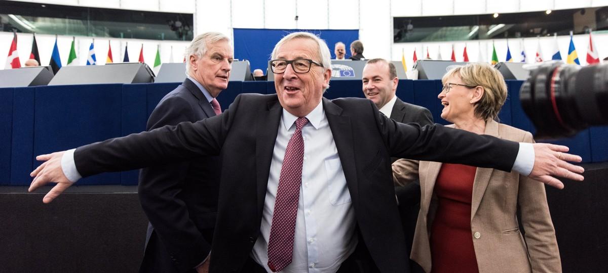El presidente de la Comisión Europea, Jean-Claude Juncker, bromea en el Parlamento Europeo en Estrasburgo, este 17 de enero del 2018.