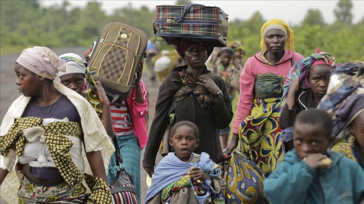 Image de archivo de un grupo de civiles que escapan de la violencia de su ciudad en la República Democrática del Congo.