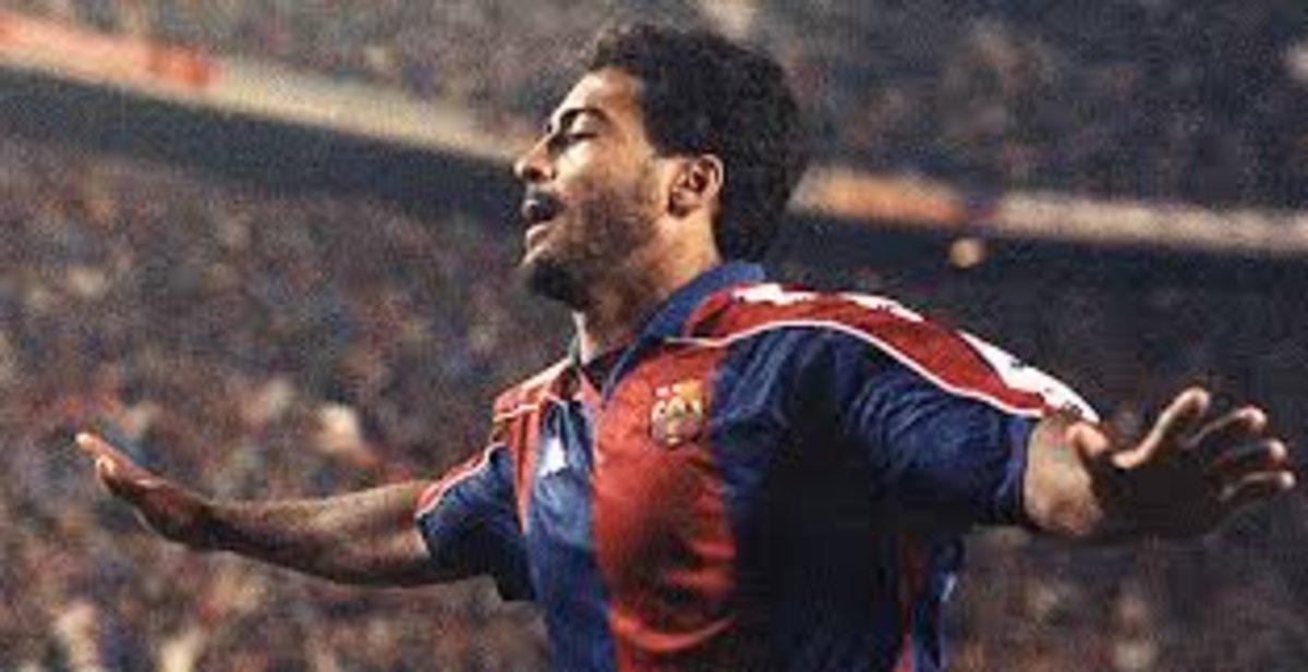 Romário celebra el gol del regate famoso a Alkorta.