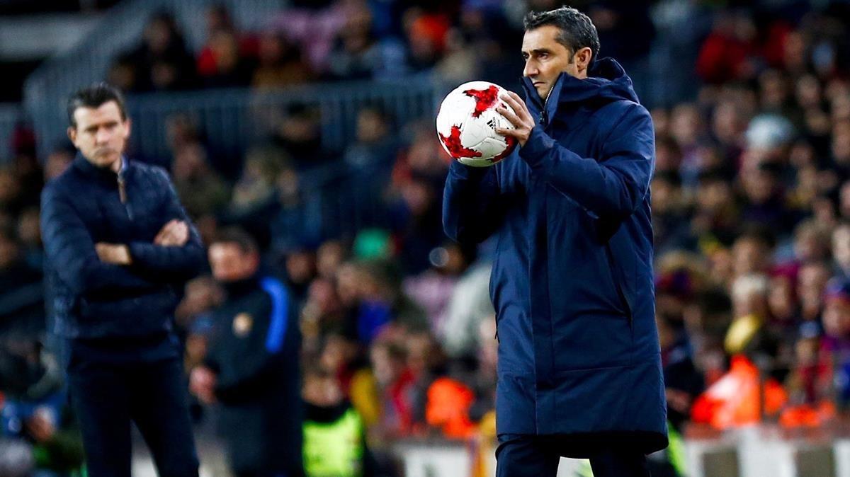 Valverde (derecha), en el partido del jueves ante el Celta.