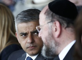 Sadiq Khan junto al rabino Ephraim Mirvis.