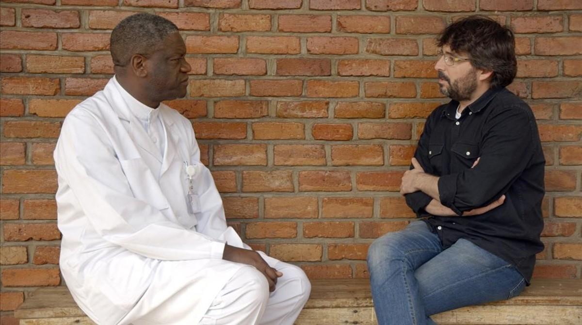 El ginecólogo Denis Mukwege y Jordi Évole, en una imagen de 'Salvados'.