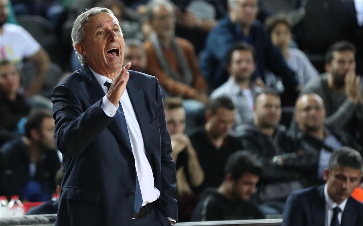El técnico azulgrana Pesic, en el partido de la semana pasada ante el Darussafaka