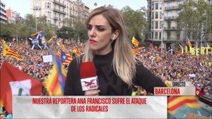 """La reportera de 'Todo es mentira' agredida en Barcelona se emociona en una conexión: """"Los gritos son para mí"""""""
