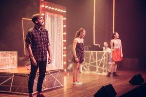 El montaje está protagonizado por tres jóvenes cantantes y un pianista.