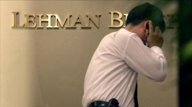 Trabajador de Lehman Brothers, en Seúl, el 16 de septiembre del 2008.