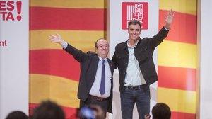 Pedro Sánchez y Miquel Iceta en un acto de campaña.