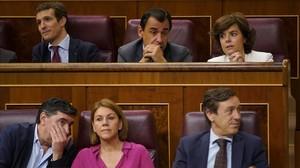 Casado (en la fila superior, a la izquierda), Santamaría (a la derecha) y Cospedal (en la inferior), en un pleno del Congreso del pasado mes de junio.