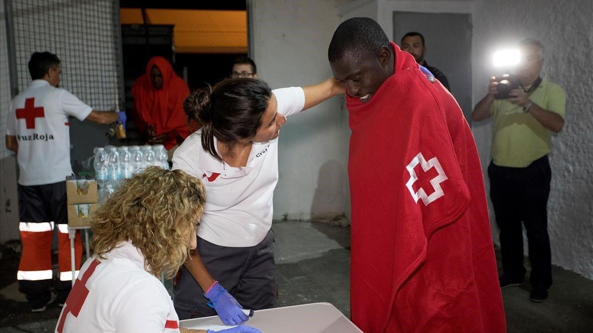 Personas de origen subsahariano llegan a Motril (Granada), el pasado 16 de julio.