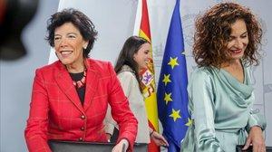 Isabel Celaá, María Jesús Montero e Irene Montero en rueda de prensa tras el Consejo de Ministros.