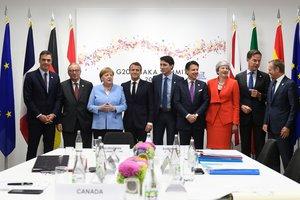 Los mandatarios Sánchez (España), Juncker (CE) , Merkel (Alemania), Macron (Francia), Trudeau (Canadá), Conte (Italia), May (Reino Unido), Rutte (Holanda)yTusk (Consejo Europeo) tras una reunión europea mantenida en el G-20 a la que se incorporó después el primer ministro de Canadá.