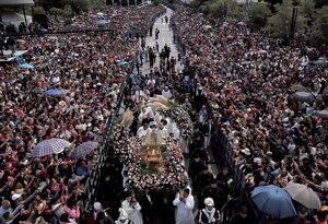 La festividad, conocida como Romería de Zapopan, es una de las peregrinaciones más grandes de Latinoamérica.