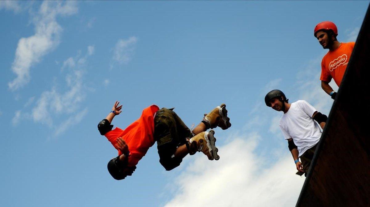 Un grupo de jóvenes practica deportes de riesgo, en una imagen de archivo