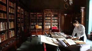 Una de las salas de la Casa de l'Ardiaca, que alberga el Arxiu Històric de la Ciutat desde hace un siglo.