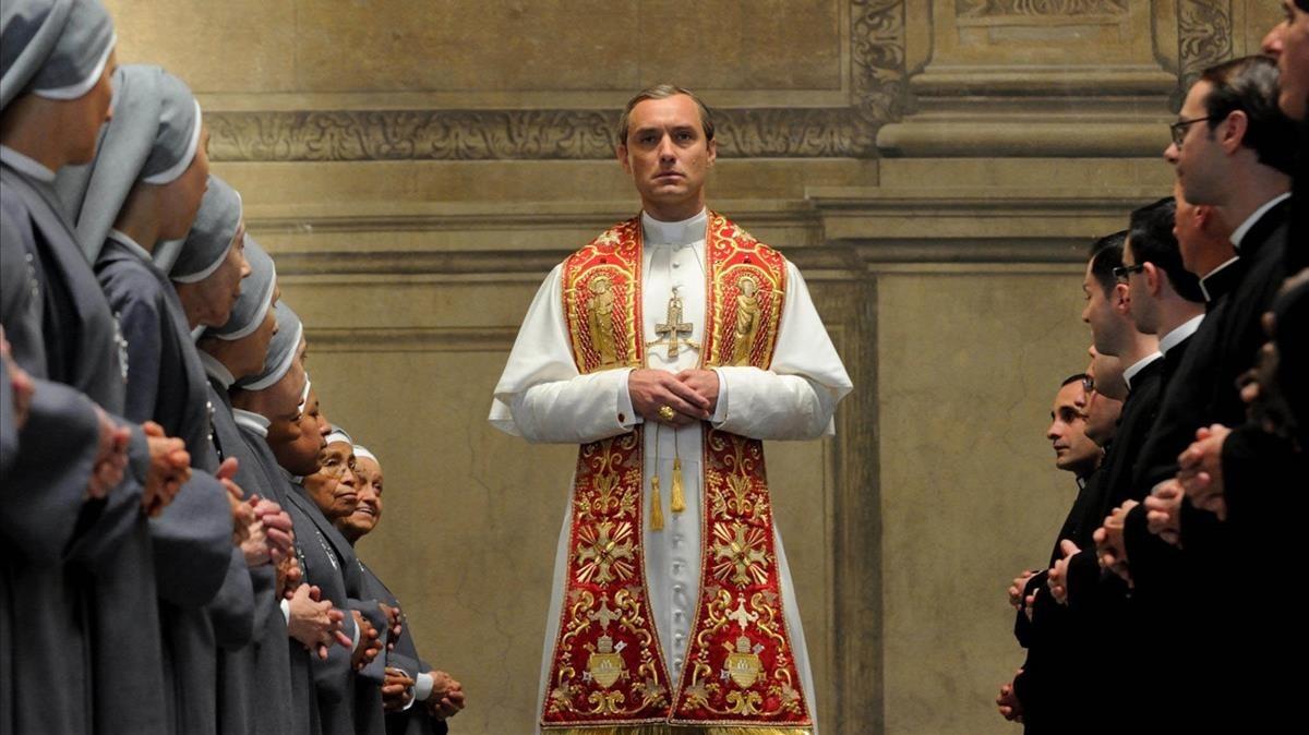 Jude Law, en la primeratemporada de la serie 'The Young Pope'.