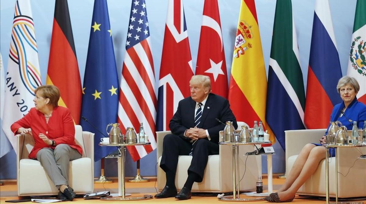 La cancillera Angela Merkel, el presidente Donald Trump y la primera ministra Theresa May en un momento de la cumbre del G20 de Hamburgo.