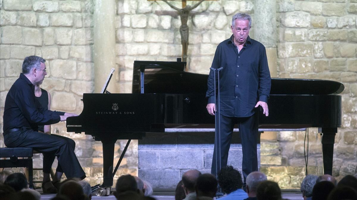 El tenor Christoph Prégardien y el pianista Julius Drake, durante el recital del viernes en Vilabertran.