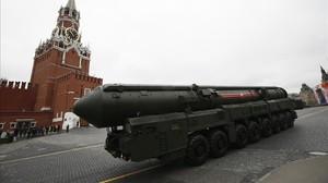 Un misil intercontinental ruso en la plaza Roja.
