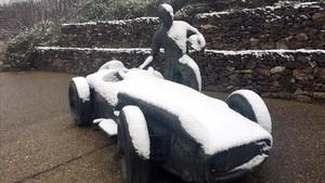 Instalaciones del circuito de Montmeló cubiertas por la nieve. Se suspendió la jornada de entrenamientos.
