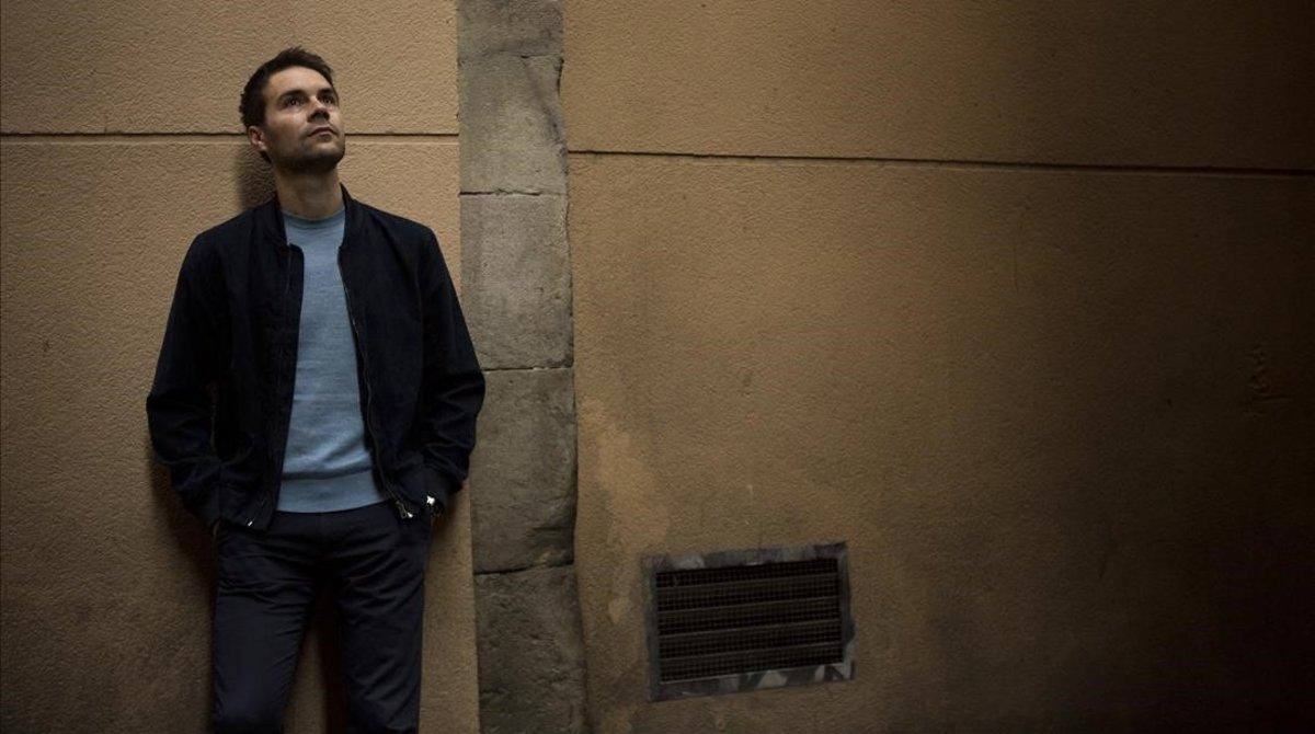 Álvaro Carmona, fotografiado en una calle de Barcelona, la semana pasada.