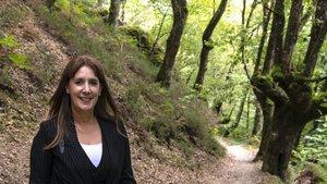 Dolores Redondo, este martes en los bosques que rodean Elizondo, en el valle navarro de Baztán.