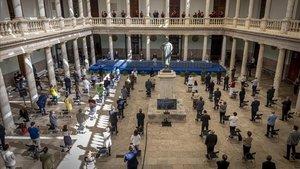 La ceremonia de apertura del curso de la Universitat de Valècnia se trasladó del Paraninfo al claustro