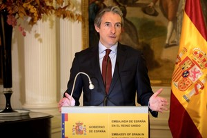 De la Serna en la embajada española en Londres