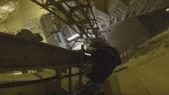 Tres jóvenes escalan la Sagrada Família, escapan de los vigilantes y cuelgan en vídeo en Youtube (ES)