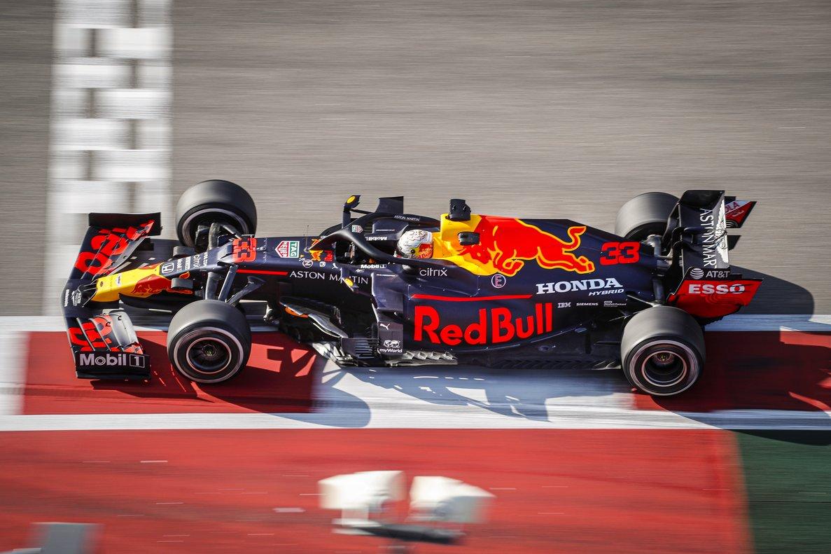 Max Verstappen conduce el Red Bull con motor Honda durante el último GP de Rusia.