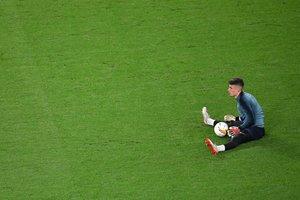 El portero internacional del Chelsea Kepa Arrizabalaga durante un calentamiento.