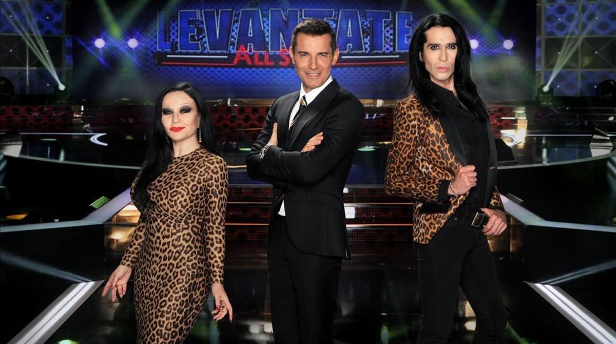 Alaska, Jesús Vázquez y Mario Vaquerizo, protagonistas de 'Levántate All Stars' en Tele 5.