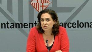 La alcaldesa de Barcelona, Ada Colau, en una rueda de prensa, el pasado 28 de abril.