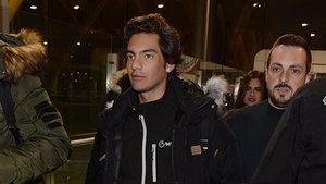 Alejandro Reyes, concursante de 'Supervivientes 2020', en el aeropuerto de Adolfo Súarez Madrid-Barajas.