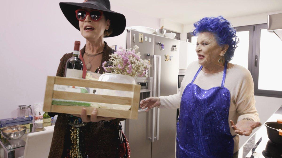 Antonia Dell'Atte y Lucía Bosé en 'Ven a cenar conmigo: Gourmet Edition'.