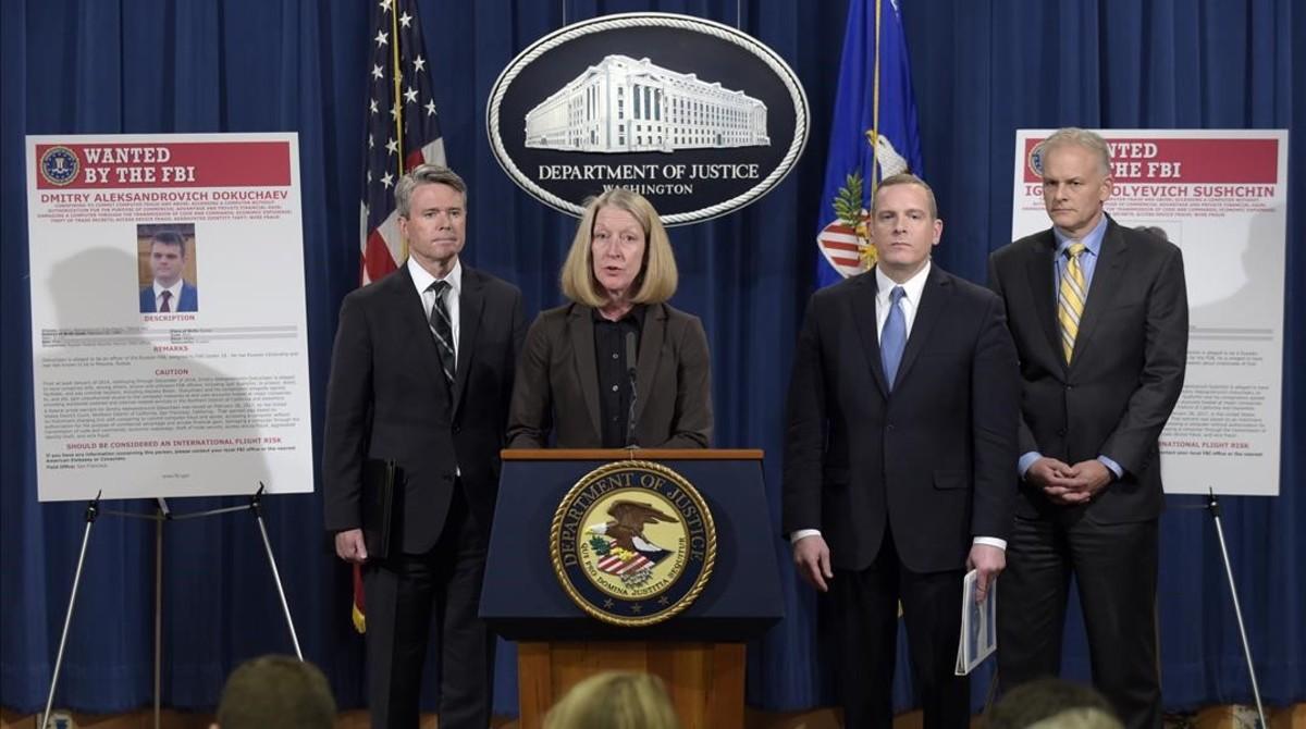 Anuncio en el Departamento de Justicia de la imputación de los espías.